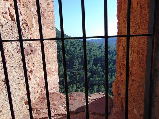 Castillo de Vilafames: Vista desde una de las ventanas del castillo