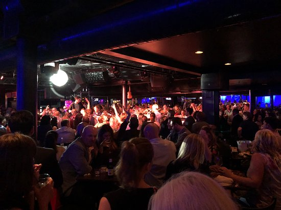 Howl at the Moon Chicago: The place was jammed but the musicians were on fire!