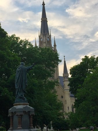 University of Notre Dame: A view of the elegant basilica on campus