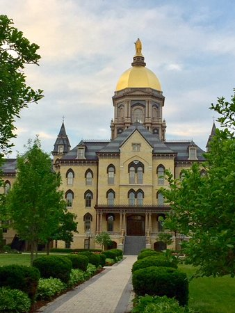 University of Notre Dame: An impressive view of the main building with a golden dome