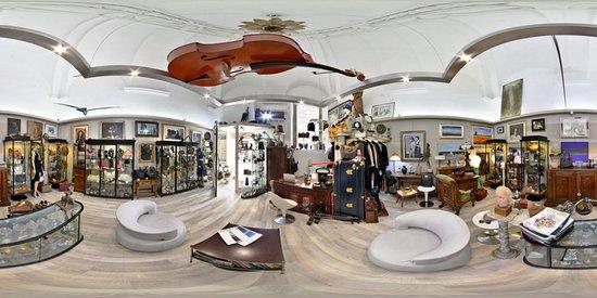 Cesena, Italy: Panoramica negozio Arte Vintage Shop