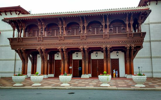 BAPS Shri Swaminarayan Mandir: Lavish Mandir Entrance