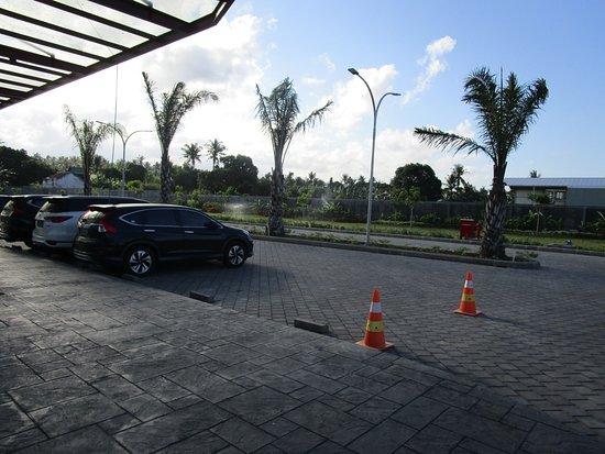 Illira Hotel: Parkiran