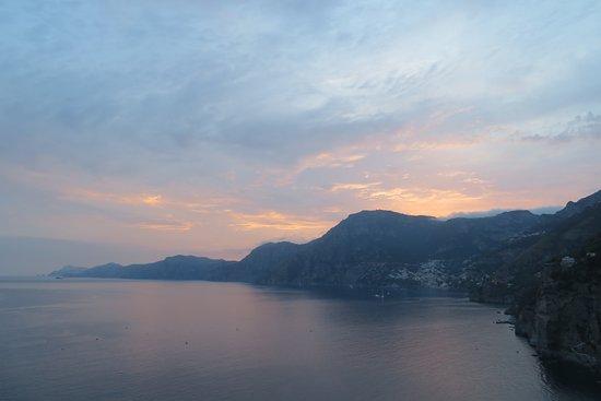 Tramonto d'Oro Restaurant: Sunset over Positano from the restaurant