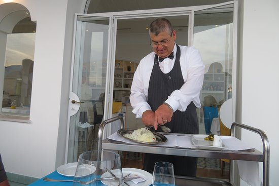 Tramonto d'Oro Restaurant: Special fish being prepared