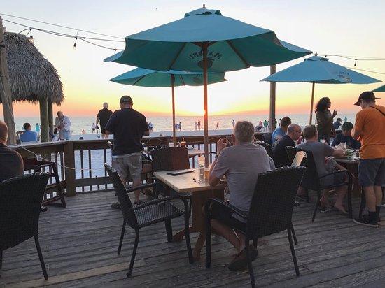 Gulf Drive Cafe: Beach dining
