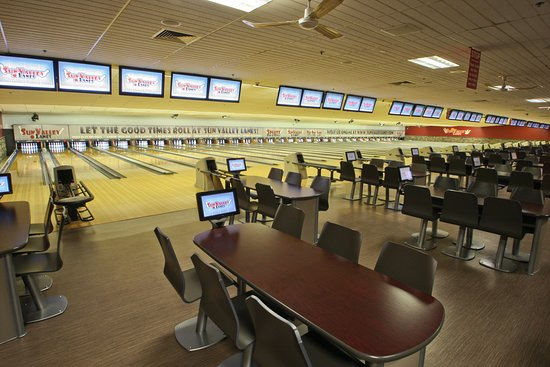 Sun Valley Lanes: A table for 6 people at every lane!