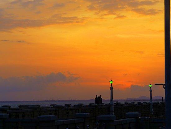 Tungabhadra Gardens and Dam: Sunset from TB dam