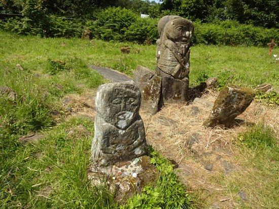 Boa Island, UK: Caldragh cemetery Celtic statues