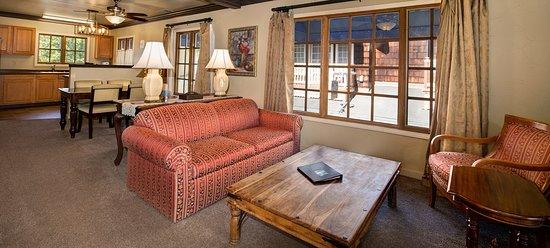 Victoria Inn: Garden House Living Room