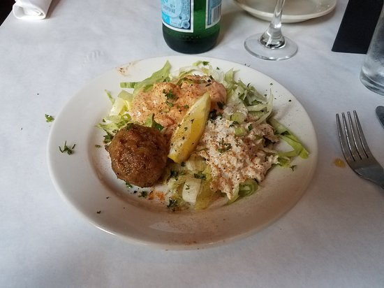 New Orleans Creole Cookery: Cookery Trio, shrimp ramaloude, crab misan, and a crab stuffed mushroom