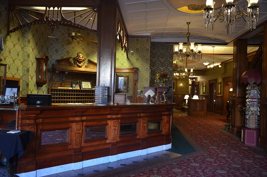 Strater Hotel: Lobby from front door