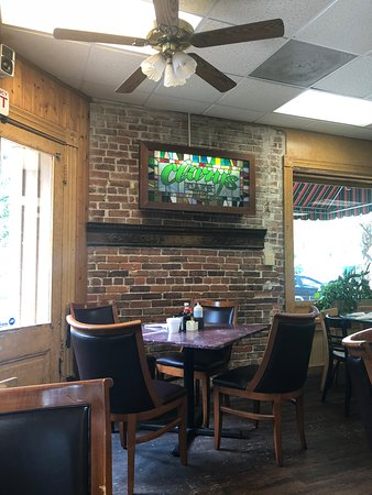 Clary's Cafe: Basic tables - clean and pleasant