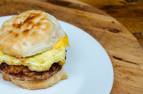 Pearls Cafe: Pearl's sausage and egger
