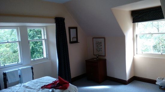 Threave Garden: Gate lodge, upstairs bedroom twin, single in next room; double downstairs.