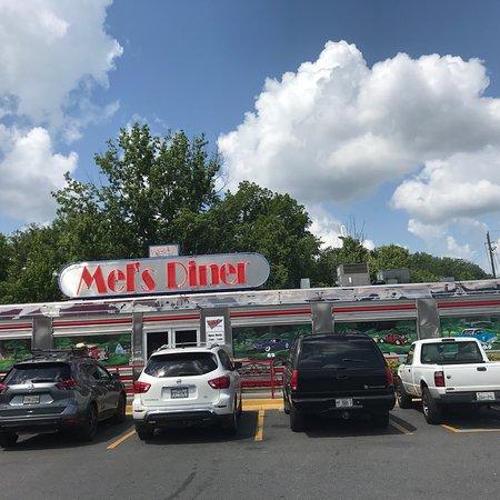 Фотография Mel's Classic Diner