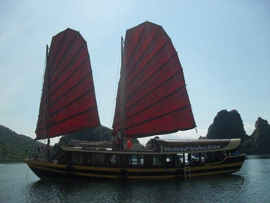 Vintage Junk Nang Tien Cruise: Lagoon Explorer Lan Ha