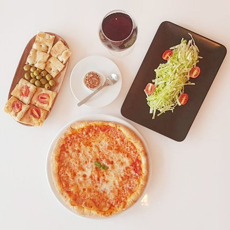 Loveataly: Focaccia with olives and tomatoes; Pizza Margherita; Insalata verde; Tiramisù Milano; Red wine