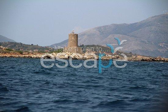 Escape boat rentals: light house on Vardiani island