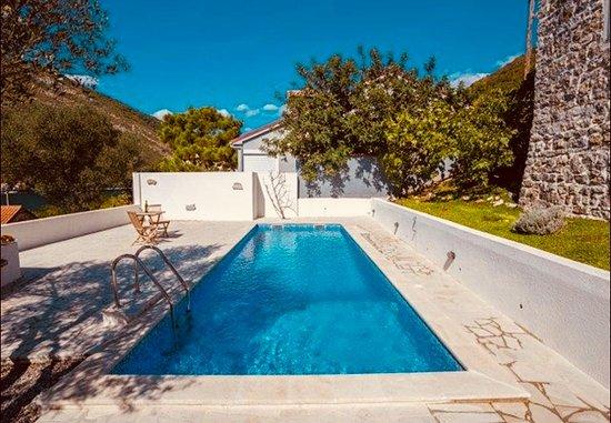 Tale House Montenegro: Pool