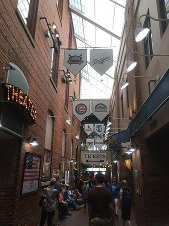 Louisville Slugger Museum & Factory: The entrance to the museum