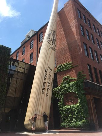 Louisville Slugger Museum & Factory: Outside the museum