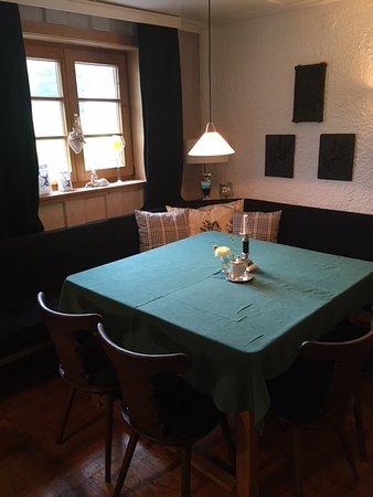 Berggasthof Rohrmoos: Eck Fruehstueckstisch