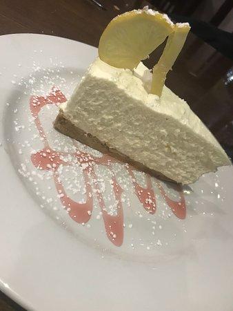 Caravelli Italian Restaurant: Homemade Lemon Cheesecake
