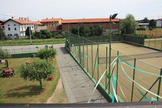 Cerrione, Italien: Il nostro campo da tennis in erba sintetica