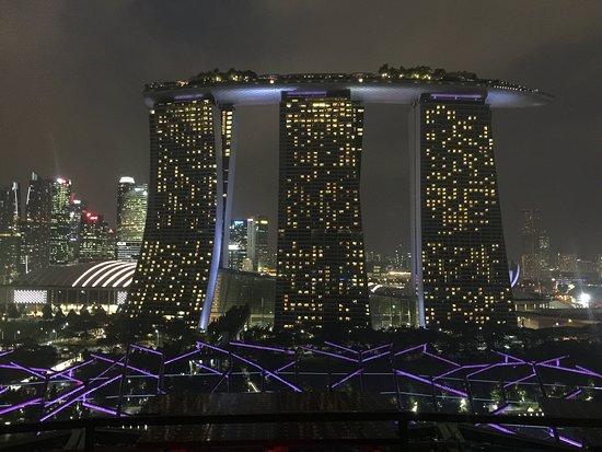 SuperTree by IndoChine: Otel ve ışıkları