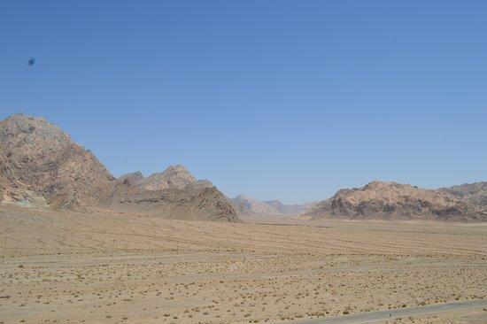 Chak Chak, Iran: Vista panoramica nel percorso per arrivare al tempio