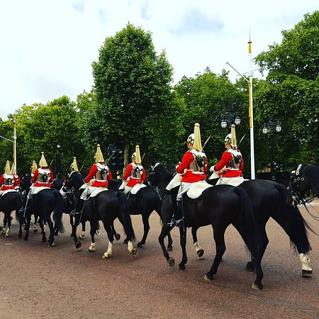 London Top Sights Tours: Queens Horse Guard