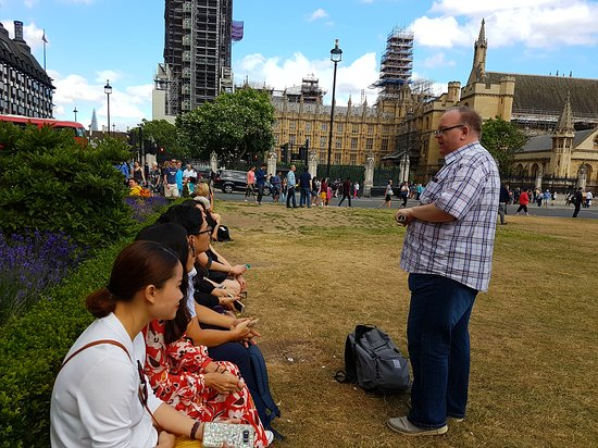 London Top Sights Tours: Tour group in Parliament Square