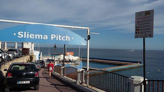 Preluna Hotel and Spa: Sea across the road