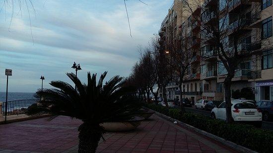 Preluna Hotel and Spa: Promenade