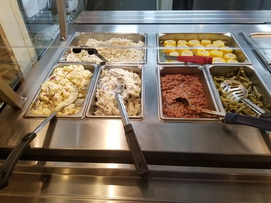 Mauldin, Νότια Καρολίνα: A BBQ buffet? I'm going to need a plate in each hand for this place!