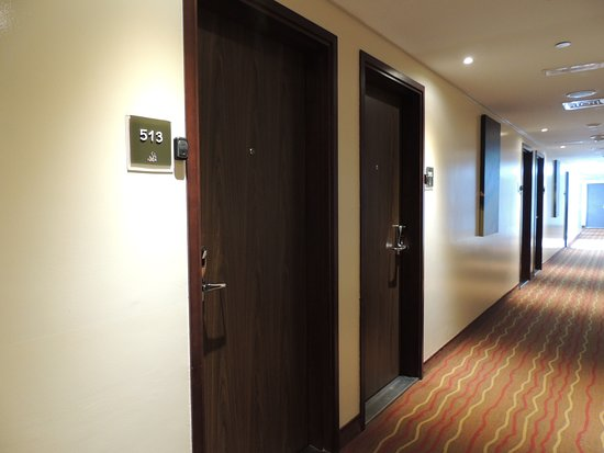 Ibis Dubai Al Barsha Hotel: коридор
