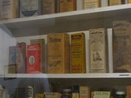 "Navajo County Historical Museum: more ""medicine"""