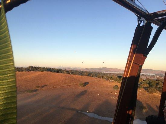 Hot Air Balloon Brisbane & Canungra Vineyards: Breathtaking morning