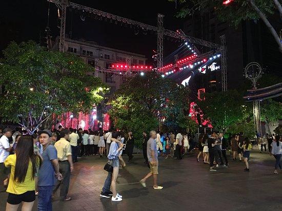 Royal Hotel Saigon ( Kimdo Hotel): Outside on promenade