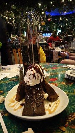 Rainforest Cafe: Shareable Dessert