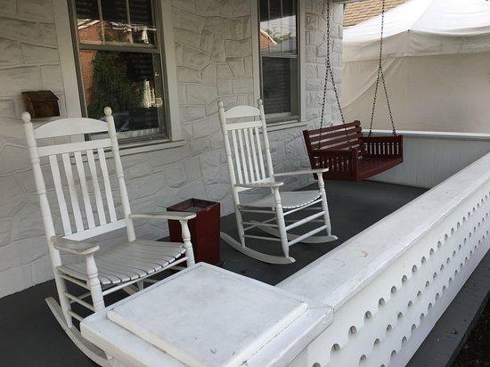 Gettystown Inn Bed & Breakfast: Front Porch