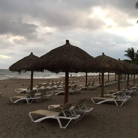 Marriott Puerto Vallarta Resort & Spa: We had a great time relaxing by the pool and taking walks on the beach.  Very clean and great se
