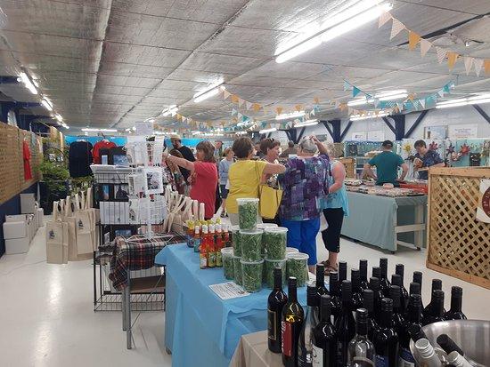 Pictou Seaside Marketplace: Shoppers enjoying the Market