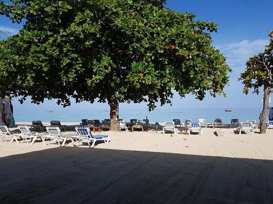 CocoLaPalm Resort: 20180613_074825_large.jpg