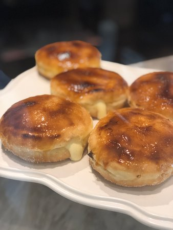 Dotty's Pastries & Coffee: Creme Brulee Doughnut