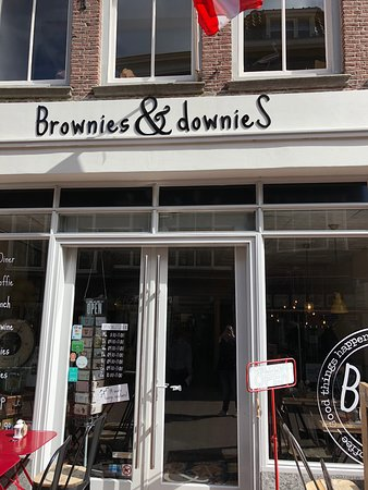 Brownies&downieS Gouda: Store front that welcomed us in!