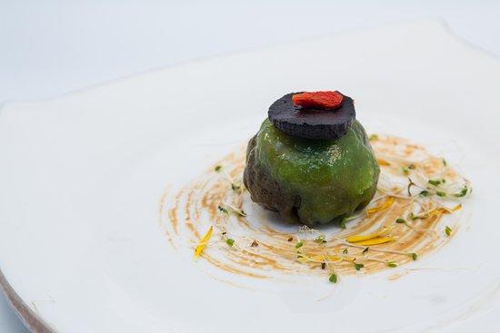 Chynna: Crystal skin black garlic dumpling