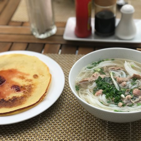 La Paloma Villa & Hotel: Awesome breakfast (no extra cost). I got the rice wrap with pork, beef noodle soup, pancakes, an
