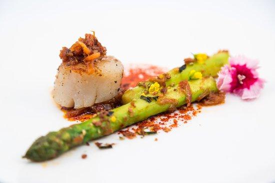 Chynna: Wok-seared Hokkaido scallop, asparagus with X.O sauce